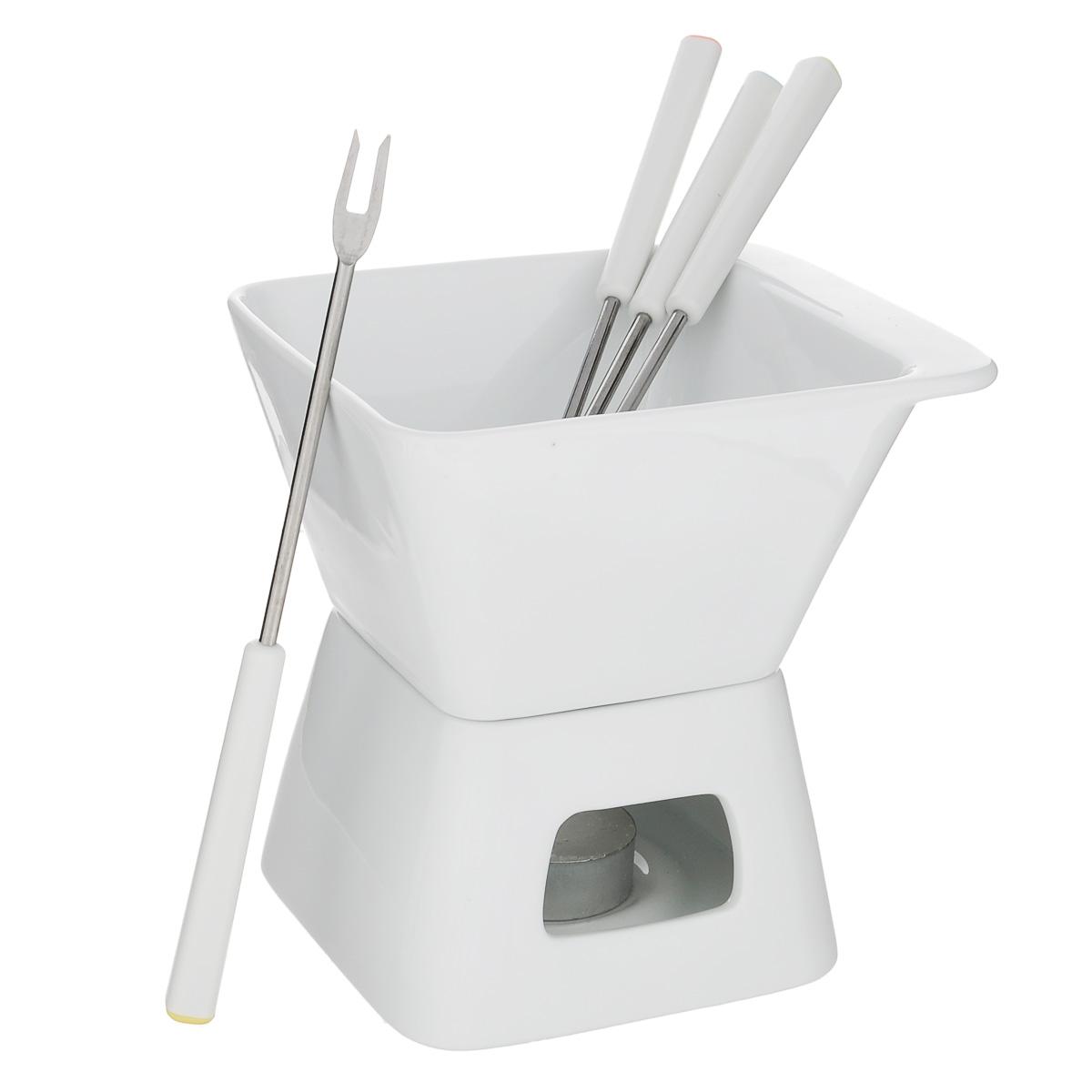 Набор для шоколадного фондю Tescoma Gustito, цвет: белый, 7 предметов386396Набор для шоколадного фондю Tescoma Gustito, изготовленный из первоклассного жароупорного фарфора, прекрасно подойдет для вашей кухни. Рассчитан на 4 персоны. Набор состоит из чаши и подставки. В центр подставки устанавливается свеча-таблетка (прилагается в наборе), сверху ставится чаша для соуса. К набору прилагаются 4 вилочки. В чашечке растапливается сыр, шоколад - все что угодно, на вилочки насаживается хлеб или зефир (к шоколаду). Вилки выполнены из высококачественной нержавеющей стали и прочного пластика. Набор можно мыть в посудомоечной машине. Фондю, любимое швейцарское блюдо, завоевывает популярность во многих странах. Нехитрое приспособление, устанавливаемое прямо на стол, позволяет каждому проявить свою изобретательность в приготовлении блюд. В ход идут любые продукты, их выбор зависит лишь от индивидуального вкуса. В приготовлении этого блюда участвуют сами гости, поэтому оно вносит оживление в любое застолье. Фондю - отличный...