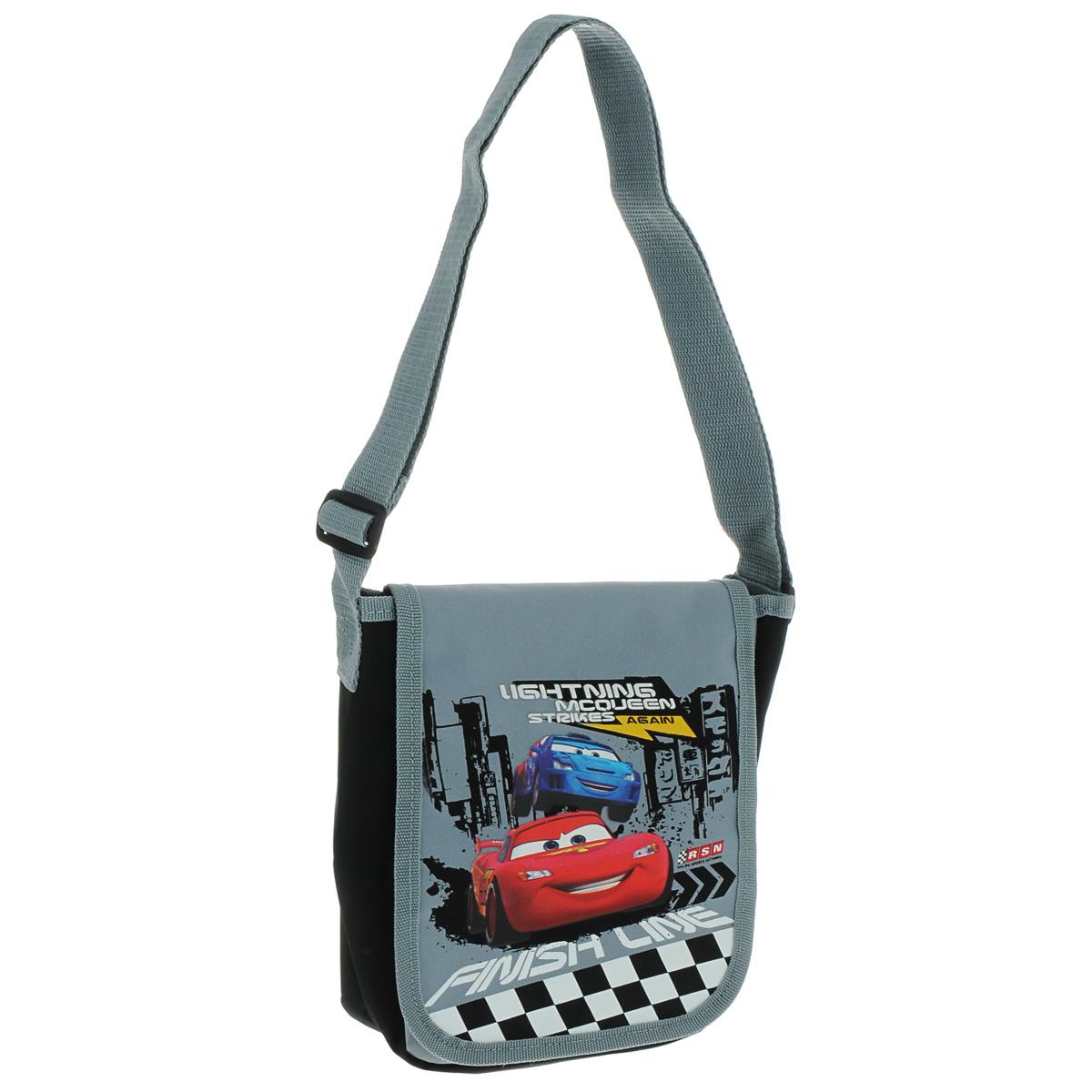 Сумка детская на плечо Cars, цвет: серый, черный. CRAP-UT-4060CRAP-UT-4060Детская сумка Cars выполнена из прочного полиэстера и оформлена термоаппликацией с изображением персонажей мультфильма Тачки. Сумочка содержит одно отделение и закрывается клапаном на липучке. Внутри находится пришивной кармашек для мелочей на молнии. Сумочка оснащена регулируемым по длине текстильным ремнем для переноски на плече, благодаря чему подойдет ребенку любого роста.