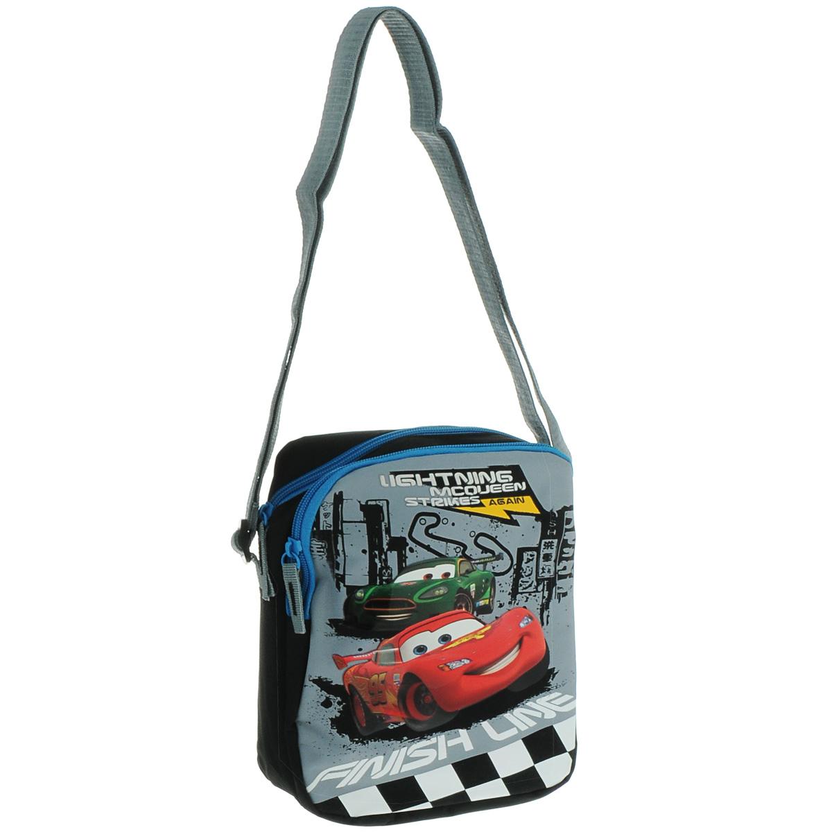 Сумка детская на плечо Cars, цвет: серый, черныйCRAP-UT-4068Детская сумка Cars выполнена из прочного полиэстера и оформлена термоаппликацией с изображением персонажей мультфильма Тачки. Сумочка содержит два отделения, закрывающихся с помощью застежек-молний. Внутри одного из них находится пришивной кармашек для мелочей на молнии. Бегунки застежек дополнены удобными текстильными держателями. Сумочка оснащена регулируемым по длине текстильным ремнем для переноски на плече, благодаря чему подойдет ребенку любого роста.