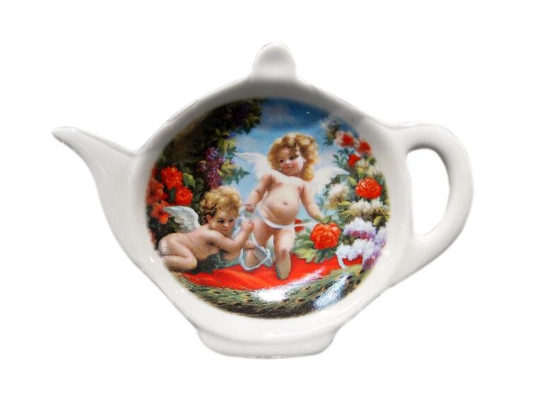 Подставка для чайных пакетиков GiftnHome АнгелTB-AngelПодставка для чайных пакетиков GiftnHome Ангел, изготовленная из фарфора, порадует вас оригинальностью и дизайном. Подставка выполнена в форме чайничка и декорирована изображением двух милых ангелочков. Подставка, несомненно, понравится любой хозяйке, а кухонный стол всегда будет чистым, без нежелательных разводов от чайных пакетиков. Размер подставки: 11,5 см х 8,5 см х 2 см.