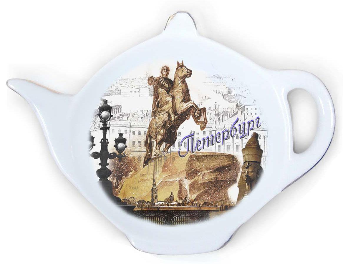 Подставка для чайных пакетиков GiftnHome Виват ПетербургTB-PiterПодставка для чайных пакетиков GiftnHome Виват Петербург, изготовленная из фарфора, порадует вас оригинальностью и дизайном. Подставка выполнена в форме чайничка и декорирована изображением одной из достопримечательностей Петербурга - Медного всадника. Подставка, несомненно, понравится любой хозяйке, а кухонный стол всегда будет чистым, без нежелательных разводов от чайных пакетиков. Размер подставки: 11,5 см х 8,5 см х 2 см.