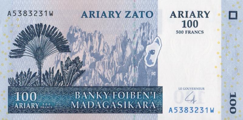 Банкнота номиналом 100 ариари. Мадагаскар, 2004 год40746Размер 12 х 6 см.