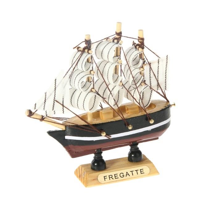 Корабль сувенирный Fregatte, длина 10 см. 805885805885Сувенирный корабль Fregatte, изготовленный из дерева и текстиля, это великолепный элемент декора рабочей зоны в офисе или кабинете. Корабль с парусами помещен на деревянную подставку. Время идет, и мы становимся свидетелями развития технического прогресса, новых учений и практик. Но одно не подвластно времени - это любовь человека к морю и кораблям. Сувенирный корабль наполнен историей и силой океанских вод. Данная модель кораблика станет отличным подарком для всех любителей морей, поклонников историй о покорении океанов и неизведанных земель. Модель корабля - подарок со смыслом. Издавна на Руси считалось, что корабли приносят удачу и везение. Поэтому их изображения, фигурки и точные копии всегда присутствовали в помещениях. Удивите себя и своих близких необычным презентом.