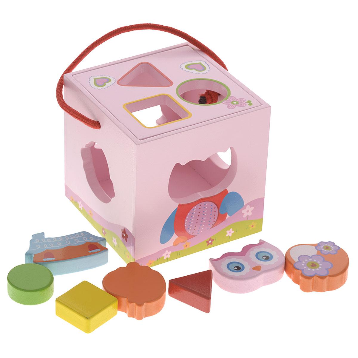 Развивающая игрушка-сортер Mapacha Волшебный кубик76423Яркая развивающая игрушка-сортер Mapacha Волшебный кубик обязательно понравится вашему малышу и доставит ему много удовольствия от часов, посвященных игре с ней. Игрушка выполнена в виде деревянного кубика с удобной ручкой. В кубике проделаны фигурные отверстия. В дополнение к игрушке идут 7 красочных фигурок. Задача ребенка - вставить каждую фигурку в подходящее ей отверстие. Фигурки можно хранить в сортере, сняв крышку кубика. Занятия с такой игрушкой помогут малышу развить цветовое восприятие, воображение и мелкую моторику рук. Порадуйте своего малыша таким замечательным подарком!