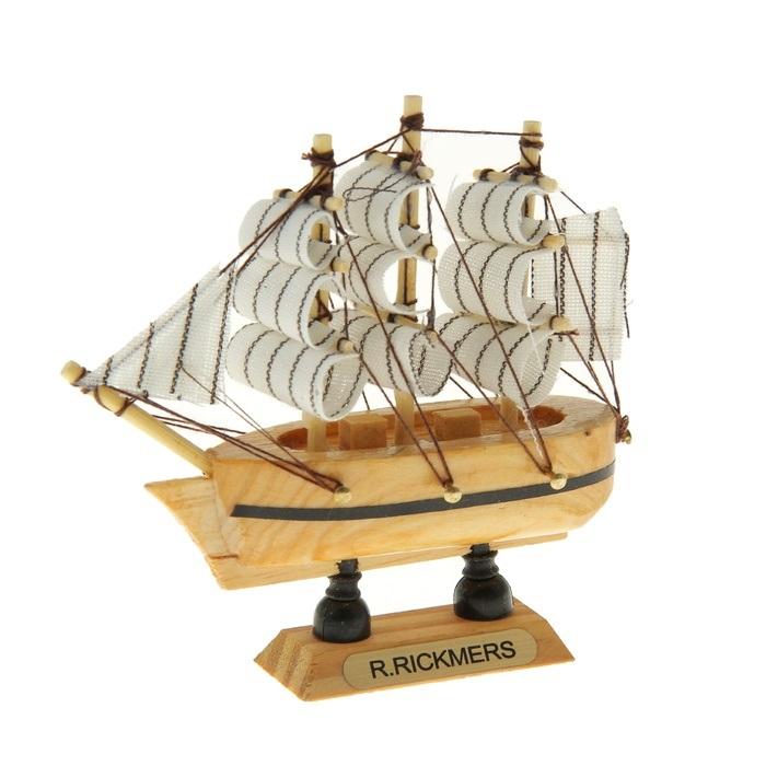 Корабль сувенирный R. Rickmers, длина 10 см. 805887805887Сувенирный корабль R. Rickmers, изготовленный из дерева и текстиля, это великолепный элемент декора рабочей зоны в офисе или кабинете. Корабль с парусами помещен на деревянную подставку. Время идет, и мы становимся свидетелями развития технического прогресса, новых учений и практик. Но одно не подвластно времени - это любовь человека к морю и кораблям. Сувенирный корабль наполнен историей и силой океанских вод. Данная модель кораблика станет отличным подарком для всех любителей морей, поклонников историй о покорении океанов и неизведанных земель. Модель корабля - подарок со смыслом. Издавна на Руси считалось, что корабли приносят удачу и везение. Поэтому их изображения, фигурки и точные копии всегда присутствовали в помещениях. Удивите себя и своих близких необычным презентом.