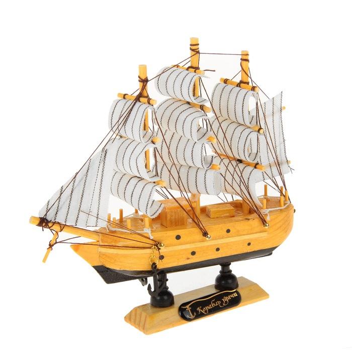 Корабль сувенирный Корабль удачи, длина 16 см. 417170417170Сувенирный корабль Корабль удачи, изготовленный из дерева и текстиля, это великолепный элемент декора рабочей зоны в офисе или кабинете. Корабль с парусами и якорями помещен на деревянную подставку. Время идет, и мы становимся свидетелями развития технического прогресса, новых учений и практик. Но одно не подвластно времени - это любовь человека к морю и кораблям. Сувенирный корабль наполнен историей и силой океанских вод. Данная модель кораблика станет отличным подарком для всех любителей морей, поклонников историй о покорении океанов и неизведанных земель. Модель корабля - подарок со смыслом. Издавна на Руси считалось, что корабли приносят удачу и везение. Поэтому их изображения, фигурки и точные копии всегда присутствовали в помещениях. Удивите себя и своих близких необычным презентом.