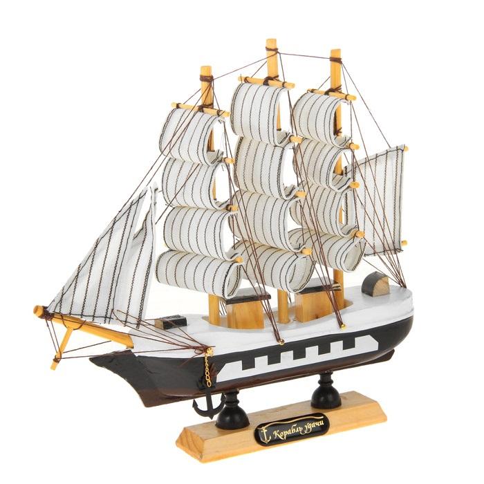 Корабль сувенирный Корабль удачи, длина 20 см. 266836266836Сувенирный корабль Корабль удачи, изготовленный из дерева и текстиля, это великолепный элемент декора рабочей зоны в офисе или кабинете. Корабль с парусами и якорями помещен на деревянную подставку. Время идет, и мы становимся свидетелями развития технического прогресса, новых учений и практик. Но одно не подвластно времени - это любовь человека к морю и кораблям. Сувенирный корабль наполнен историей и силой океанских вод. Данная модель кораблика станет отличным подарком для всех любителей морей, поклонников историй о покорении океанов и неизведанных земель. Модель корабля - подарок со смыслом. Издавна на Руси считалось, что корабли приносят удачу и везение. Поэтому их изображения, фигурки и точные копии всегда присутствовали в помещениях. Удивите себя и своих близких необычным презентом.