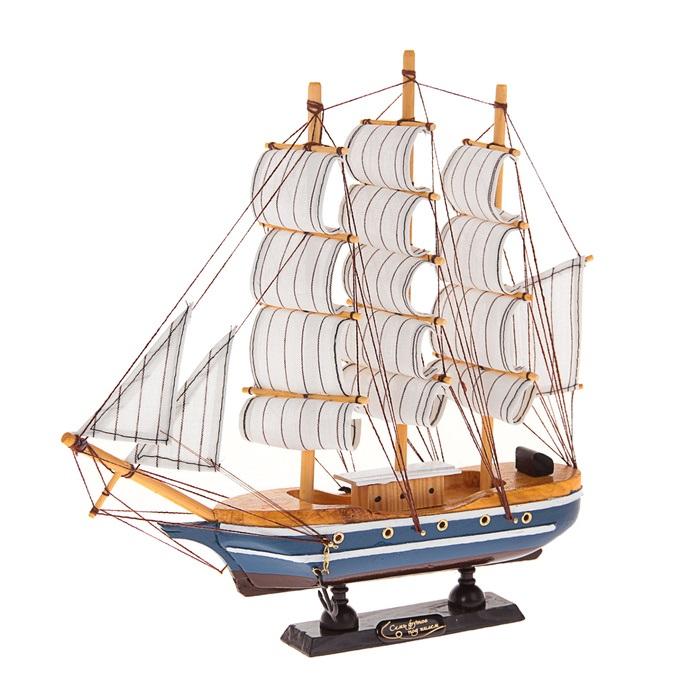 Корабль сувенирный Семь футов под килем, длина 30 см. 404843404843Сувенирный корабль Семь футов под килем, изготовленный из дерева и текстиля, это великолепный элемент декора рабочей зоны в офисе или кабинете. Корабль с парусами и якорями помещен на деревянную подставку. Время идет, и мы становимся свидетелями развития технического прогресса, новых учений и практик. Но одно не подвластно времени - это любовь человека к морю и кораблям. Сувенирный корабль наполнен историей и силой океанских вод. Данная модель кораблика станет отличным подарком для всех любителей морей, поклонников историй о покорении океанов и неизведанных земель. Модель корабля - подарок со смыслом. Издавна на Руси считалось, что корабли приносят удачу и везение. Поэтому их изображения, фигурки и точные копии всегда присутствовали в помещениях. Удивите себя и своих близких необычным презентом.