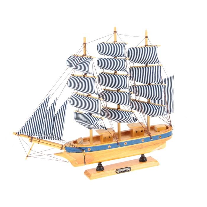 Корабль сувенирный Попутного ветра, длина 40 см564191Сувенирный корабль Попутного ветра, изготовленный из дерева и текстиля, это великолепный элемент декора рабочей зоны в офисе или кабинете. Корабль с парусами и якорями помещен на деревянную подставку. Время идет, и мы становимся свидетелями развития технического прогресса, новых учений и практик. Но одно не подвластно времени - это любовь человека к морю и кораблям. Сувенирный корабль наполнен историей и силой океанских вод. Данная модель кораблика станет отличным подарком для всех любителей морей, поклонников историй о покорении океанов и неизведанных земель. Модель корабля - подарок со смыслом. Издавна на Руси считалось, что корабли приносят удачу и везение. Поэтому их изображения, фигурки и точные копии всегда присутствовали в помещениях. Удивите себя и своих близких необычным презентом.