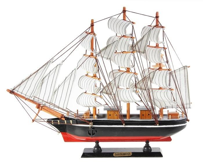 Корабль сувенирный Santa Maria, длина 40 см. 564182564182Сувенирный корабль Santa Maria, изготовленный из дерева и текстиля, это великолепный элемент декора рабочей зоны в офисе или кабинете. Корабль с парусами и якорями помещен на деревянную подставку. Время идет, и мы становимся свидетелями развития технического прогресса, новых учений и практик. Но одно не подвластно времени - это любовь человека к морю и кораблям. Сувенирный корабль наполнен историей и силой океанских вод. Данная модель кораблика станет отличным подарком для всех любителей морей, поклонников историй о покорении океанов и неизведанных земель. Модель корабля - подарок со смыслом. Издавна на Руси считалось, что корабли приносят удачу и везение. Поэтому их изображения, фигурки и точные копии всегда присутствовали в помещениях. Удивите себя и своих близких необычным презентом.