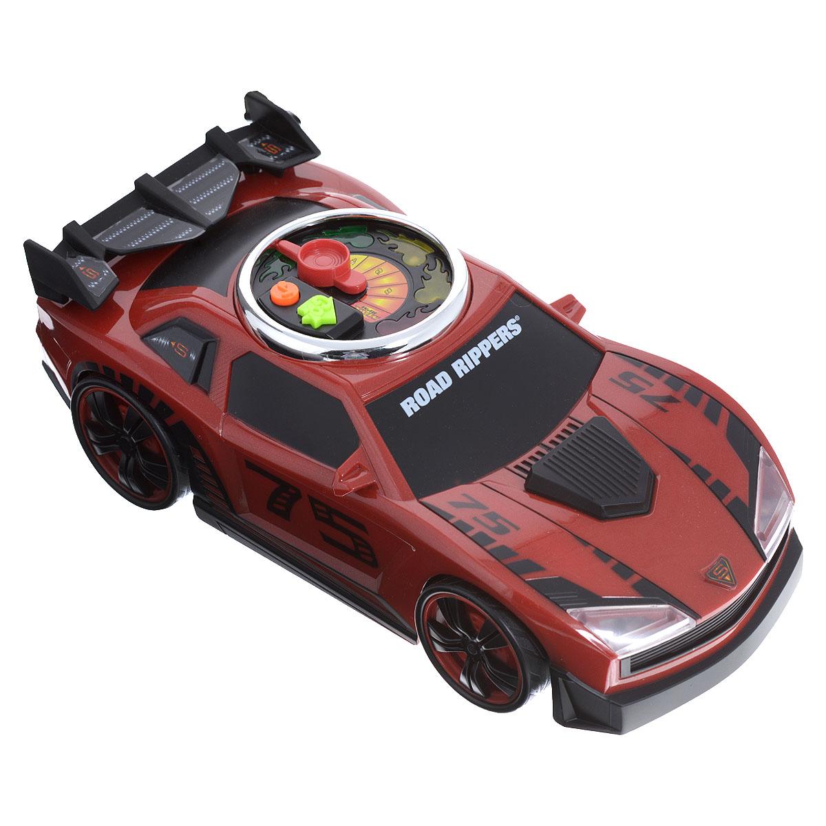 Road Rippers Машинка Turbo Revver цвет красный33490TSЯркая машинка Road Rippers Turbo Revver со звуковыми и световыми эффектами, несомненно, понравится вашему ребенку и не позволит ему скучать. Игрушка выполнена в виде стильной гоночной машины. При нажатии на кнопки, расположенные на крыше, воспроизводятся звуки работающего двигателя, играет музыка, а фары машинки начинают светиться. Малыш сможет почувствовать себя настоящим гонщиком, разгоняя машинку - для этого нужно несколько раз повернуть стрелку на спидометре на крыше автомобиля. С каждым поворотом на экране спидометра будет загораться огонек и раздадутся звуки двигателя. Нажмите на кнопку GO, и колесики машинки начнут вращаться с характерными звуками, а диск на ее крыше будет мерцать разноцветными огоньками. Ваш ребенок часами будет играть с машинкой, придумывая различные истории и устраивая соревнования. Порадуйте его таким замечательным подарком! Рекомендуется докупить 3 батарейки напряжением 1,5V типа AА (товар комплектуется...