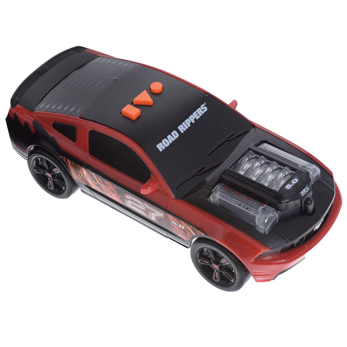 Машинка Road Rippers Lighting Rods, цвет: красный, черный33480TSЯркая машинка Road Rippers Lighting Rods со звуковыми эффектами, несомненно, понравится вашему ребенку и не позволит ему скучать. Игрушка выполнена в виде яркой гоночной машины. При нажатии на кнопки, расположенные на крыше, воспроизводятся звуки двигателя, автомобильной сигнализации и играет музыка, а двигатель машины и фары начинают светиться разноцветными огоньками. Ваш ребенок часами будет играть с машинкой, придумывая различные истории и устраивая соревнования. Порадуйте его таким замечательным подарком! Рекомендуется докупить 3 батарейки напряжением 1,5V типа AА (товар комплектуется демонстрационными).