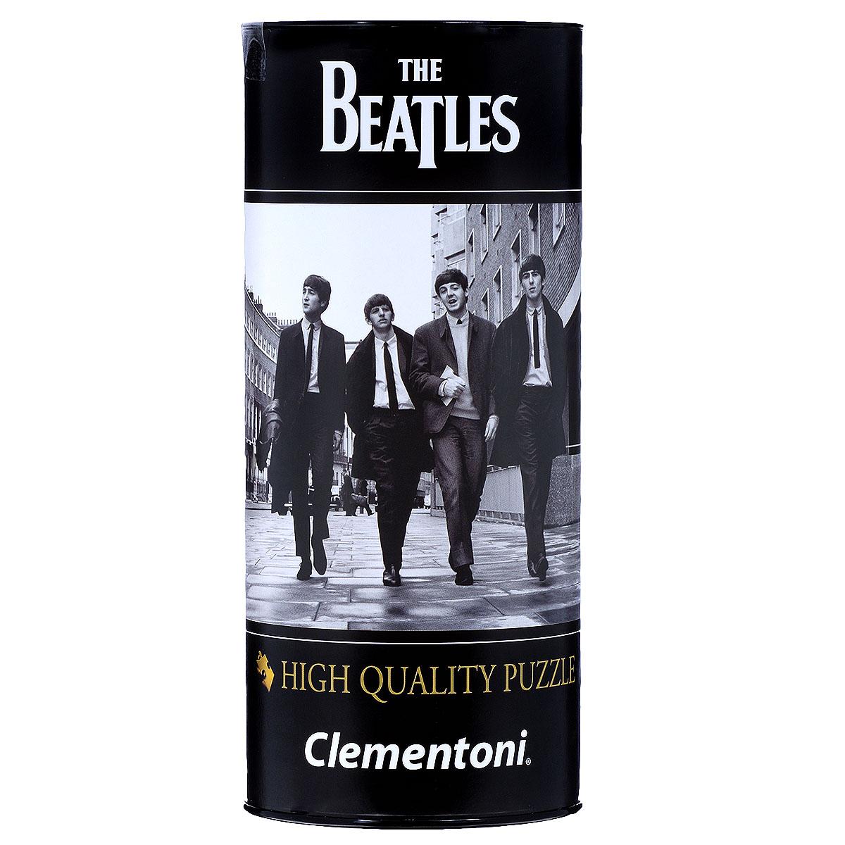 The Beatles, Love Me Do. Пазл, 500 элементов21202Пазл Clementoni The Beatles. Love Me Do, без сомнения, придется по душе любому поклоннику знаменитой четверки. Собрав этот пазл, включающий в себя 500 элементов, вы получите картину с фотографией группы The Beatles, прогуливающихся в Лондоне по Гилфорд Стрит. Фотография сделана известным фотографом Дезо Хофманом. Пазл - великолепная игра для семейного досуга. Сегодня собирание пазлов стало особенно популярным, главным образом, благодаря своей многообразной тематике, способной удовлетворить самый взыскательный вкус. А для детей это не только интересно, но и полезно. Собирание пазла развивает мелкую моторику у ребенка, тренирует наблюдательность, логическое мышление, знакомит с окружающим миром, с цветом и разнообразными формами.