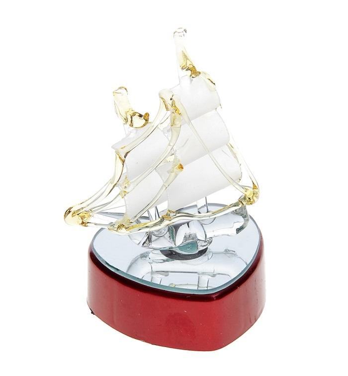 Корабль сувенирный Бриг, на подставке, с подсветкой, цвет: желтый, высота 11 см546543Корабль сувенирный Бриг, изготовленный из стекла, это великолепный элемент декора рабочей зоны в офисе или кабинете. Корабль установлен на пластиковую подставку с зеркальным основанием и подсветкой. Особенностью данной фигурки является наличие светодиодного устройства, благодаря которому украшение красиво подсвечивается. Время идет, и мы становимся свидетелями развития технического прогресса, новых учений и практик. Но одно не подвластно времени - это любовь человека к морю и кораблям. Сувенирный корабль наполнен историей и силой океанских вод. Данная модель кораблика станет отличным подарком для всех любителей морей, поклонников историй о покорении океанов и неизведанных земель. Модель корабля - подарок со смыслом. Издавна на Руси считалось, что корабли приносят удачу и везение. Поэтому их изображения, фигурки и точные копии всегда присутствовали в помещениях. Удивите себя и своих близких необычным презентом. Работает от 3-х батареек типа...
