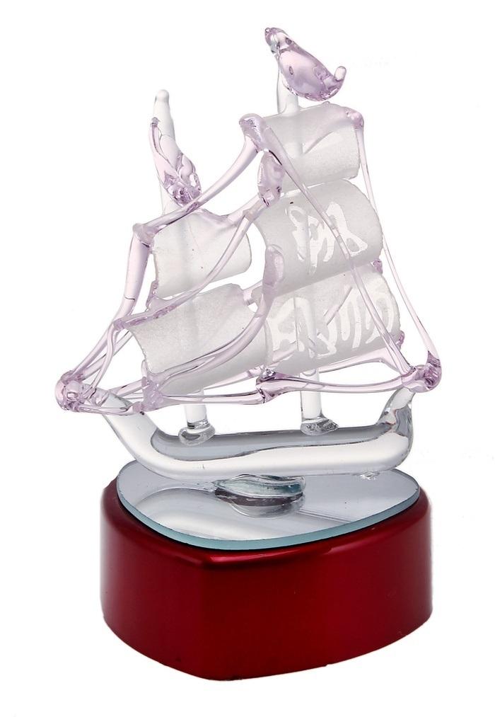 Корабль сувенирный Бриг, на подставке, с подсветкой, цвет: розовый, высота 11 см400269Корабль сувенирный Бриг, изготовленный из стекла, это великолепный элемент декора рабочей зоны в офисе или кабинете. Корабль установлен на пластиковую подставку с зеркальным основанием и подсветкой. Особенностью данной фигурки является наличие светодиодного устройства, благодаря которому украшение красиво подсвечивается. Время идет, и мы становимся свидетелями развития технического прогресса, новых учений и практик. Но одно не подвластно времени - это любовь человека к морю и кораблям. Сувенирный корабль наполнен историей и силой океанских вод. Данная модель кораблика станет отличным подарком для всех любителей морей, поклонников историй о покорении океанов и неизведанных земель. Модель корабля - подарок со смыслом. Издавна на Руси считалось, что корабли приносят удачу и везение. Поэтому их изображения, фигурки и точные копии всегда присутствовали в помещениях. Удивите себя и своих близких необычным презентом. Работает от 3-х батареек типа...