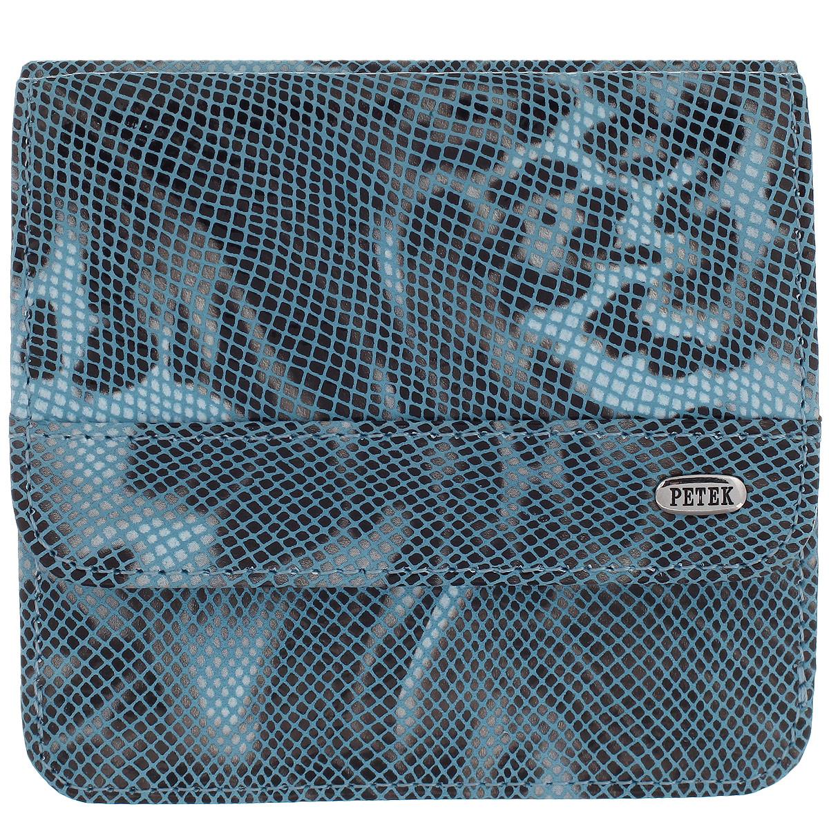 Портмоне женское Petek, цвет: голубой. 355.124.22355.124.22 L.BlueЛаконичное женское портмоне Petek выполнено из натуральной кожи с лазерной обработкой. На лицевой стороне изделие дополнено небольшой металлической пластиной с гравировкой Petek. Портмоне закрывается клапаном на застежку-кнопку. Внутри модель имеет два отделения для купюр. С лицевой стороны расположено отделение для мелочи, закрывающееся клапаном на застежку-кнопку. Под клапаном размещены 4 врезных кармана для пластиковых карт. На внутренней стороне клапана расположен потайной карман. Изделие оснащено смежным карманом. Портмоне упаковано в фирменную коробку коричневого цвета с логотипом фирмы Petek 1855. Сдержанность и продуманный дизайн портмоне не оставят равнодушной ни одну представительницу прекрасной половины человечества.