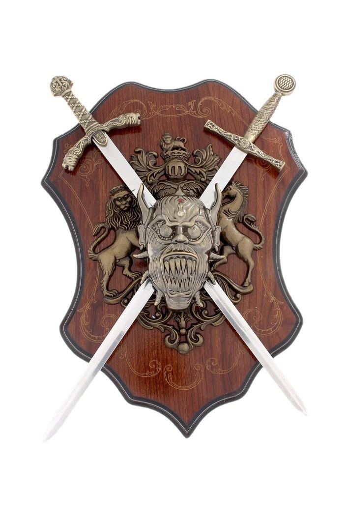 Декоративное настенное панно Sima-land Геральдика. 663026663026Декоративное настенное панно Sima-land Геральдика, выполненное из пластика и металла в виде герба со львом, лошадью, оружием и головой демона, поможет украсить дом и внести оригинальный штрих в интерьер. В панно вставлено два меча. При желании их можно вынуть. Лезвия мечей не заточены. Расположено панно на деревянном основании. Такое настенное украшение может стать блестящим подарком для мужчины, прекрасным вариантом как для партнера по бизнесу, так и для любимого. Длина меча: 43 см. Размер панно (без учета длины мечей): 36 см х 26 см.