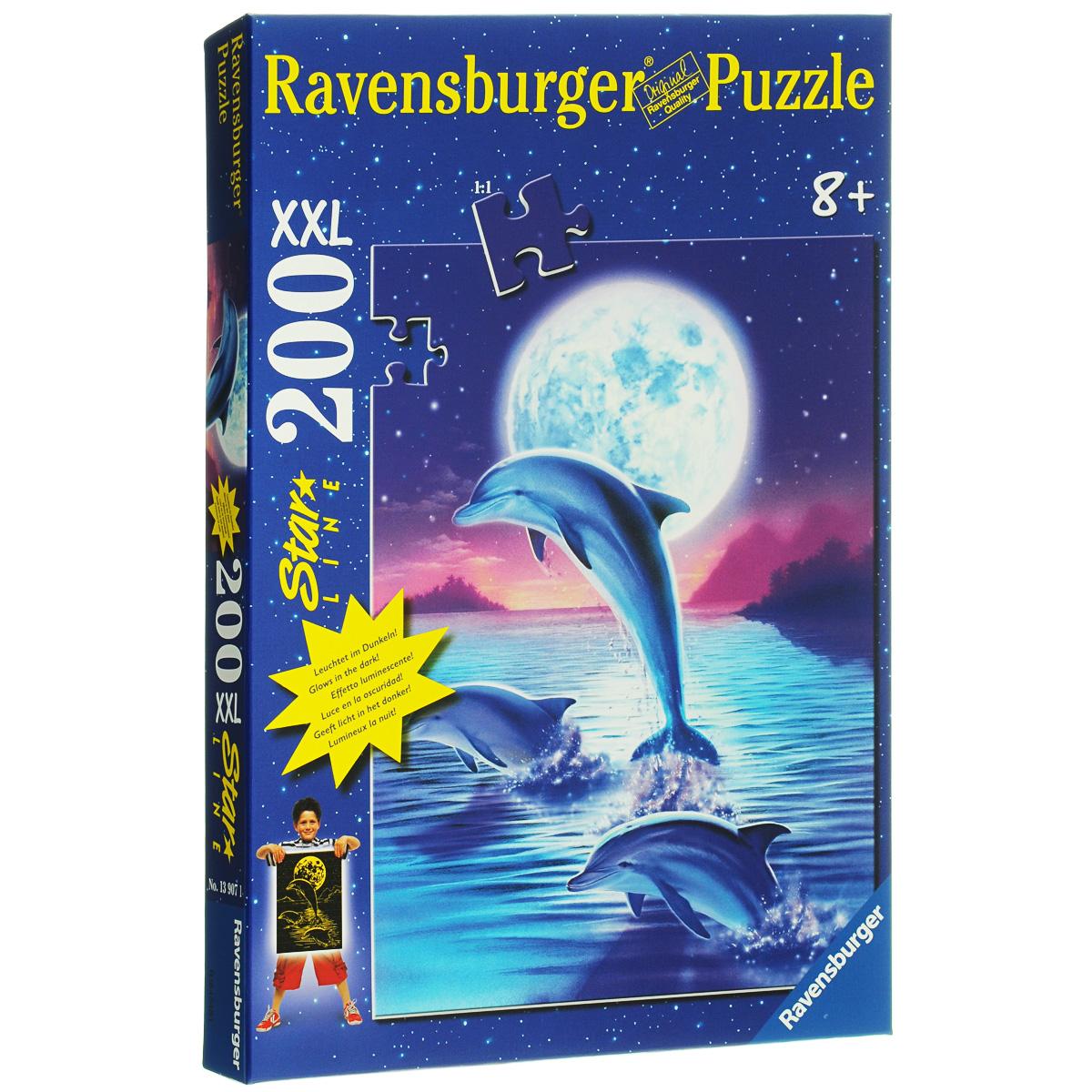 Ravensburger Дельфины в лунном свете. Пазл XXL светящийся, 200 элементов13907Светящийся пазл Ravensburger Дельфины в лунном свете понравится и вам, и вашему ребенку. Собрав этот пазл, включающий в себя 200 крупных элементов, вы получите замечательный постер с изображением дельфинов, выпрыгивающих из воды, на фоне огромной луны. Каждая деталь имеет свою форму и подходит только на свое место. Отсутствие двух одинаковых деталей обеспечено использованием вручную изготовленного инструментария. Элементы идеально соединяются и не ломаются. Матовая поверхность исключает неприятные отблески. В рисунке использована краска, светящаяся в темноте. Краска абсолютно безвредна. Пазл - великолепная игра для семейного досуга. Сегодня собирание пазлов стало особенно популярным, главным образом, благодаря своей многообразной тематике, способной удовлетворить самый взыскательный вкус. А для детей это не только интересно, но и полезно. Собирание пазла развивает мелкую моторику у ребенка, тренирует наблюдательность, логическое мышление, знакомит с окружающим...