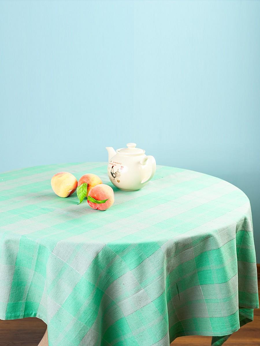 Скатерть Arloni Классик, прямоугольная, цвет: мята, 150 x 220 см1035.1Скатерть Arloni Классик изготовлена из натурального хлопка с добавлением люрекса. Изделие оформлено принтом в клетку, что прекрасно подходит для интерьера кухни дома или на даче. Хлопковые скатерти универсальны. Подходят для каждодневного использования. Прочные и легко стираются. Скатерть Arloni Классик - классический вариант, выполненный в идеально подобранной цветовой гамме, который прекрасно дополнит и придаст законченный вариант оформления вашей гостиной или кухни. Рекомендуется ручная стирка.
