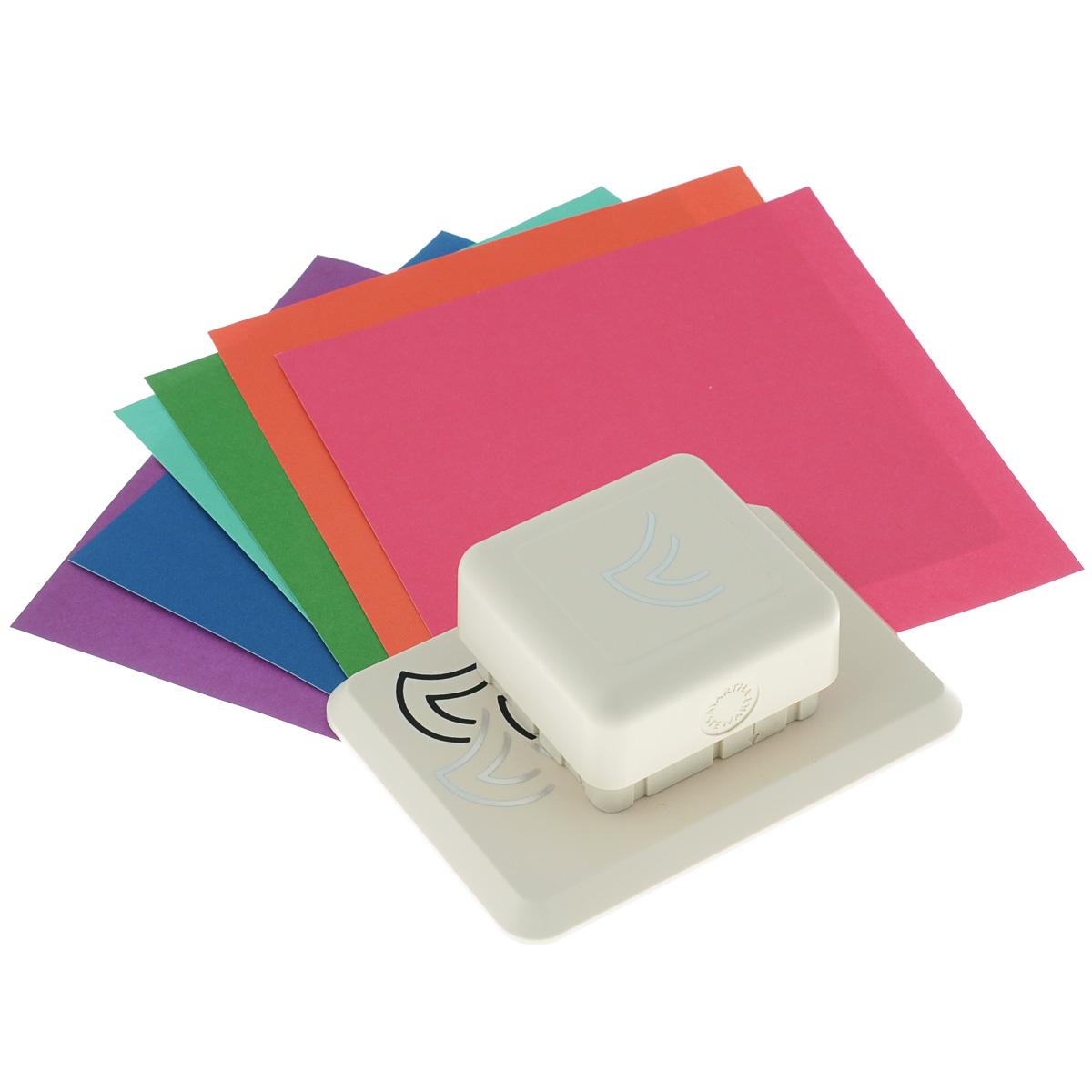 Фигурный дырокол Martha Stewart Георгин для создания объемных украшенийEKS-42-95003Фигурный дырокол Martha Stewart Георгин используется для создания объемных украшений в скрапбукинге для оформления подарков, при создании открыток, скрап-страниц, украшении фотоальбомов. Фигурный дырокол имеет базу на магнитной основе - можно создать рисунок в любом месте бумаги. Инструмент состоит из основы и фигурного дырокола. На ходовой части дырокола с торцов нанесены направляющие стрелки. В комплекте также имеются 6 листов разноцветного картона и подробная инструкция на русском языке. Порядок работы: положите лист бумаги на основу, присоедините дырокол к основе до притяжения магнитов, сделайте вырубку, сдвиньте лист до совпадения вырубки с рисунком на основе, сделайте следующую вырубку. После вырубки всего дизайна отогните вырубленные части и загните их под края предыдущих секций. Виды вырубки: круг 9 см, круг 15 см, вырубка по прямой. Сделайте подложку для листа с вырубкой для наибольшего эффекта.