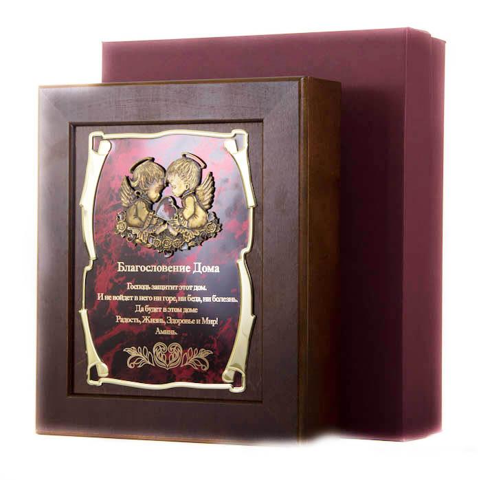 Ключница Ангелы Благословение Дома Господь защитит этот дом…, 36,5 х 32 см, подарочная коробка50211004Настенная ключница из натурального дерева, с натурального деревас внутренней бархатной отделкой, декорированна метализированной пластиной с лазерной гравировкой и накладкой, упакованна в подарочный футляр, размер 36,5х32х7 см, коричневый/золотой