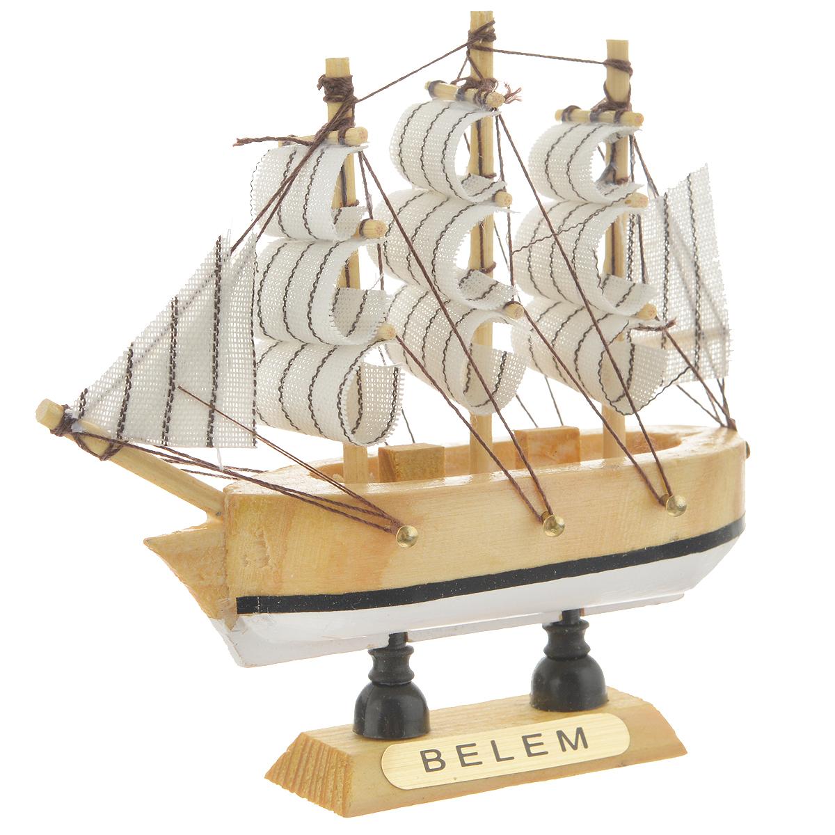 Корабль сувенирный Belem, длина 10 см452013Сувенирный корабль Belem, изготовленный из дерева и текстиля, это великолепный элемент декора рабочей зоны в офисе или кабинете. Корабль с парусами помещен на деревянную подставку. Время идет, и мы становимся свидетелями развития технического прогресса, новых учений и практик. Но одно не подвластно времени - это любовь человека к морю и кораблям. Сувенирный корабль наполнен историей и силой океанских вод. Данная модель кораблика станет отличным подарком для всех любителей морей, поклонников историй о покорении океанов и неизведанных земель. Модель корабля - подарок со смыслом. Издавна на Руси считалось, что корабли приносят удачу и везение. Поэтому их изображения, фигурки и точные копии всегда присутствовали в помещениях. Удивите себя и своих близких необычным презентом.
