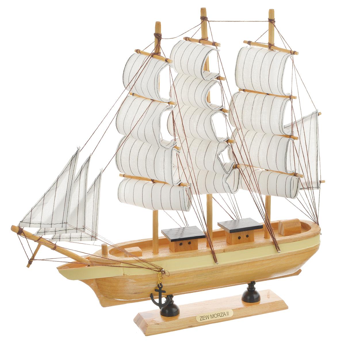 Корабль сувенирный Zew Morza, длина 32 см417211Сувенирный корабль Zew Morza, изготовленный из дерева и текстиля, это великолепный элемент декора рабочей зоны в офисе или кабинете. Корабль с парусами и якорями помещен на деревянную подставку. Время идет, и мы становимся свидетелями развития технического прогресса, новых учений и практик. Но одно не подвластно времени - это любовь человека к морю и кораблям. Сувенирный корабль наполнен историей и силой океанских вод. Данная модель кораблика станет отличным подарком для всех любителей морей, поклонников историй о покорении океанов и неизведанных земель. Модель корабля - подарок со смыслом. Издавна на Руси считалось, что корабли приносят удачу и везение. Поэтому их изображения, фигурки и точные копии всегда присутствовали в помещениях. Удивите себя и своих близких необычным презентом.