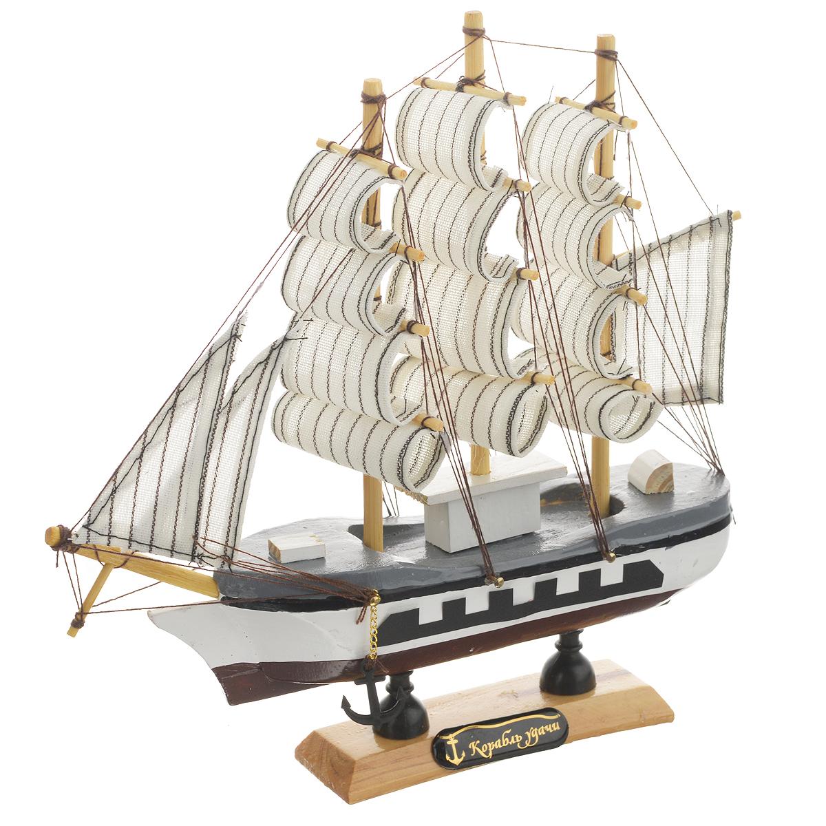 Корабль сувенирный Корабль удачи, длина 20 см. 404829404829Сувенирный корабль Корабль удачи, изготовленный из дерева и текстиля, это великолепный элемент декора рабочей зоны в офисе или кабинете. Корабль с парусами и якорями помещен на деревянную подставку. Время идет, и мы становимся свидетелями развития технического прогресса, новых учений и практик. Но одно не подвластно времени - это любовь человека к морю и кораблям. Сувенирный корабль наполнен историей и силой океанских вод. Данная модель кораблика станет отличным подарком для всех любителей морей, поклонников историй о покорении океанов и неизведанных земель. Модель корабля - подарок со смыслом. Издавна на Руси считалось, что корабли приносят удачу и везение. Поэтому их изображения, фигурки и точные копии всегда присутствовали в помещениях. Удивите себя и своих близких необычным презентом.