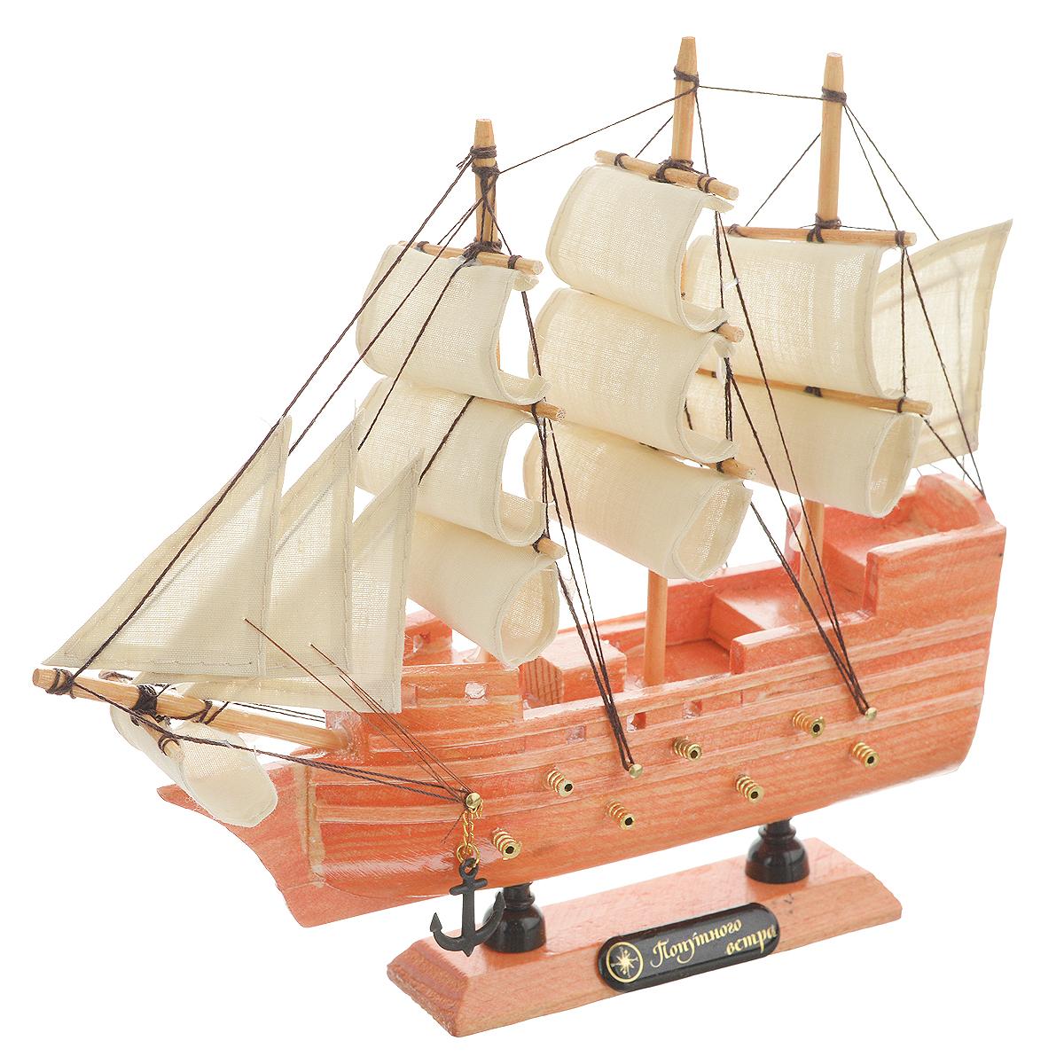 Корабль сувенирный Попутного ветра, длина 20 см. 336336Сувенирный корабль Попутного ветра, изготовленный из дерева и текстиля, это великолепный элемент декора рабочей зоны в офисе или кабинете. Корабль с парусами и якорями помещен на деревянную подставку. Время идет, и мы становимся свидетелями развития технического прогресса, новых учений и практик. Но одно не подвластно времени - это любовь человека к морю и кораблям. Сувенирный корабль наполнен историей и силой океанских вод. Данная модель кораблика станет отличным подарком для всех любителей морей, поклонников историй о покорении океанов и неизведанных земель. Модель корабля - подарок со смыслом. Издавна на Руси считалось, что корабли приносят удачу и везение. Поэтому их изображения, фигурки и точные копии всегда присутствовали в помещениях. Удивите себя и своих близких необычным презентом.