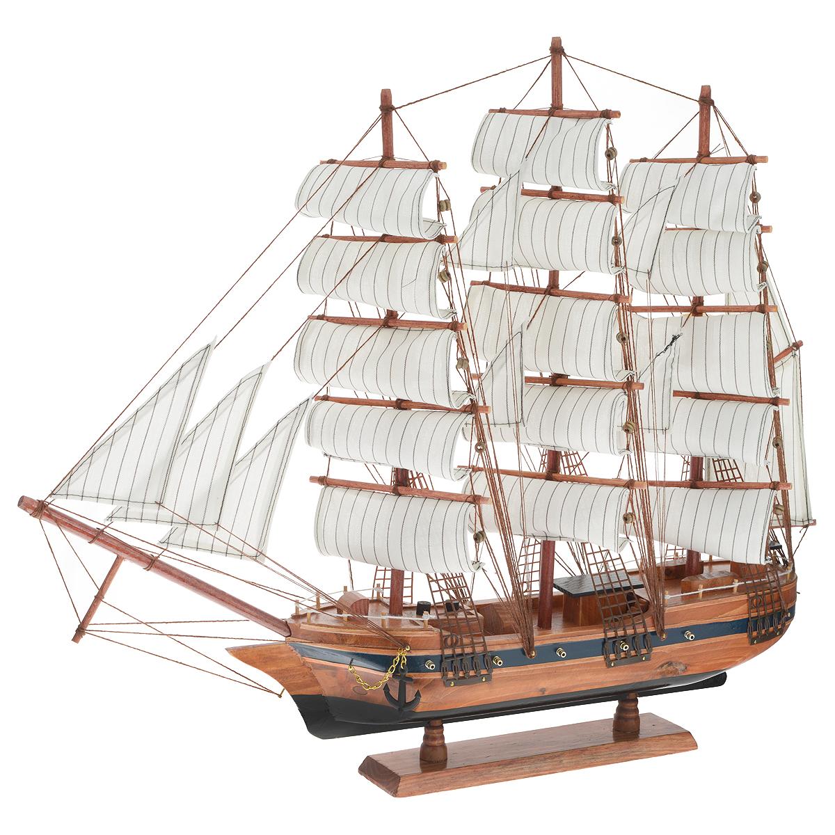 Корабль сувенирный Паруса, длина 60 см417247Сувенирный корабль Паруса, изготовленный из дерева и текстиля, это великолепный элемент декора рабочей зоны в офисе или кабинете. Корабль с парусами и якорями помещен на деревянную подставку. Время идет, и мы становимся свидетелями развития технического прогресса, новых учений и практик. Но одно не подвластно времени - это любовь человека к морю и кораблям. Сувенирный корабль наполнен историей и силой океанских вод. Данная модель кораблика станет отличным подарком для всех любителей морей, поклонников историй о покорении океанов и неизведанных земель. Модель корабля - подарок со смыслом. Издавна на Руси считалось, что корабли приносят удачу и везение. Поэтому их изображения, фигурки и точные копии всегда присутствовали в помещениях. Удивите себя и своих близких необычным презентом.