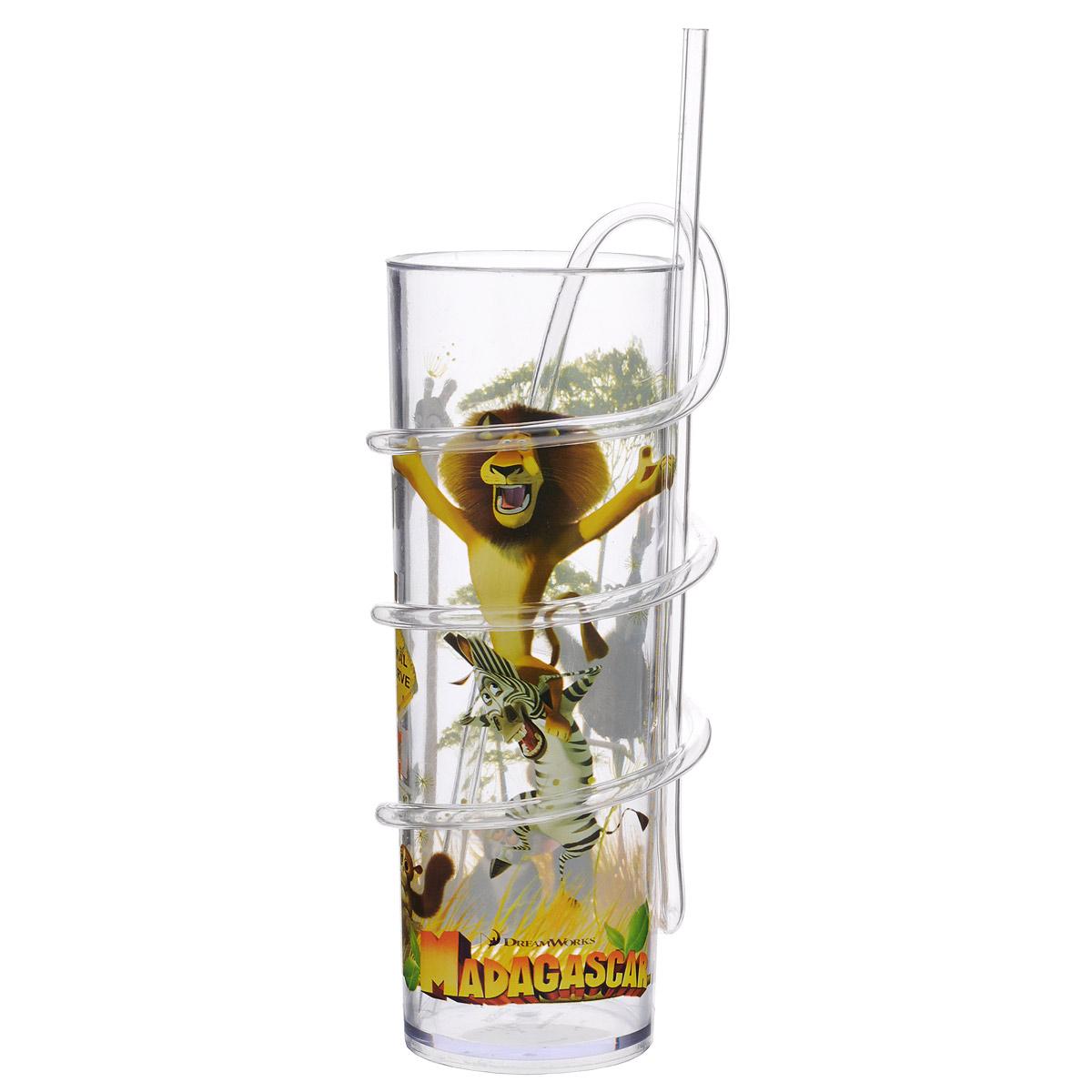 Бокал Dreamworks Мадагаскар, с витой соломинкой, 330 мл535MD1Бокал Dreamworks Мадагаскар изготовлен из прозрачного пищевого пластика, имитирующего стекло. Это очень удобно и безопасно, так как пластик не бьется. Изделие декорировано красочным изображением героев мультфильма Мадагаскар, что обязательно понравится малышу и сделает бокал его самым любимым. Съемная витая соломинка позволяет вдоволь насладиться любимым или не очень напитком, превратив все в игру, ведь так интересно наблюдать, как жидкость проходит через всю соломинку. Бокал подходит холодных и горячих напитков до 85°С. Для детей от 3-х лет. Не рекомендуется ставить в СВЧ и мыть в посудомоечной машине. Изготовлено по лицензии Dream Works.