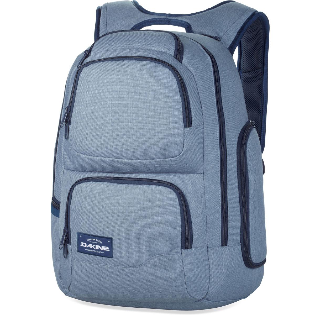 Рюкзак Dakine DK Terminal, цвет: голубой, 31 л8130010Отличный рюкзак Dakine DK Terminal выполнен из прочного полиэстера. Он имеет 2 вместительных отделения на застежке-молнии с двумя бегунками. На передней части расположено 3 кармана на застежке-молнии. По бокам расположено 2 кармана на застежке-молнии, а также карман с сетчатой вставкой. Особенности: Отдельный карман для ноутбука с толстыми мягкими стенками. Подходит для большинства ноутбуков с диагональю экрана 15 Внутренний чехол для документов Задняя стенка и наплечные ремни из дышащего материала DriMesh Потайной карман на задней стенке Карман для бутылки с водой Карман на флисовой подкладке.