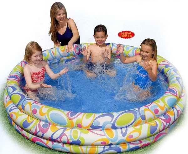 Бассейн надувной Intex Рыбки, 168 см х 40 смint56440Круглый надувной бассейн Intex Рыбки будет просто незаменим в летний жаркий день на даче. Бассейн круглой формы выполнен из прочного винила. Упругие стенки бассейна представляют собой три кольца, оформленные изображениями разноцветных рыбок. Яркий дизайн бассейна сделает его не только незаменимым атрибутом летнего отдыха, но и дополнением ландшафтного дизайна участка. В комплект с бассейном входит специальная заплатка для ремонта в случае прокола. Гарантия производителя: 30 дней. Характеристики: Размер бассейна: 168 см х 40 см. Размер упаковки: 30 см х 26,5 см х 7 см. Изготовитель: Китай. УВАЖАЕМЫЕ КЛИЕНТЫ! Просим вас обратить внимание на тот факт, что бассейн поставляется в сдутом виде и надувается при помощи насоса (не входит в комплект). Отличительными особенностями товаров фирмы Intex являются качество, эстетичность, функциональность и современный дизайн. Продукция для отдыха и...