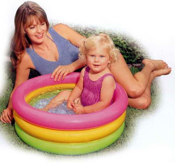 Бассейн надувной INTEX Sunset Glow Baby Pool 86х25см (до 3-х лет)int58924NPНадувной бассейн Intex Sunset Glow Baby Pool будет просто незаменим в летний жаркий день на даче. Бассейн круглой формы выполнен из прочного винила розового, желтого и зеленого цветов. Упругие стенки бассейна представляют собой три кольца. Яркий дизайн бассейна сделает его не только незаменимым атрибутом летнего отдыха, но и дополнением ландшафтного дизайна участка. В комплект с бассейном входит специальная заплатка для ремонта изделия в случае прокола. Гарантия производителя: 30 дней. Характеристики: Размер бассейна: 86 см х 25 см. Размер упаковки: 18 см х 5,5 см х 16,5 см. УВАЖАЕМЫЕ КЛИЕНТЫ! Просим вас обратить внимание на тот факт, что бассейн поставляется в сдутом виде и надувается при помощи насоса (не входит в комплект). Отличительными особенностями товаров фирмы Intex являются качество, эстетичность, функциональность и современный дизайн. Продукция для отдыха и комфорта Intex -...