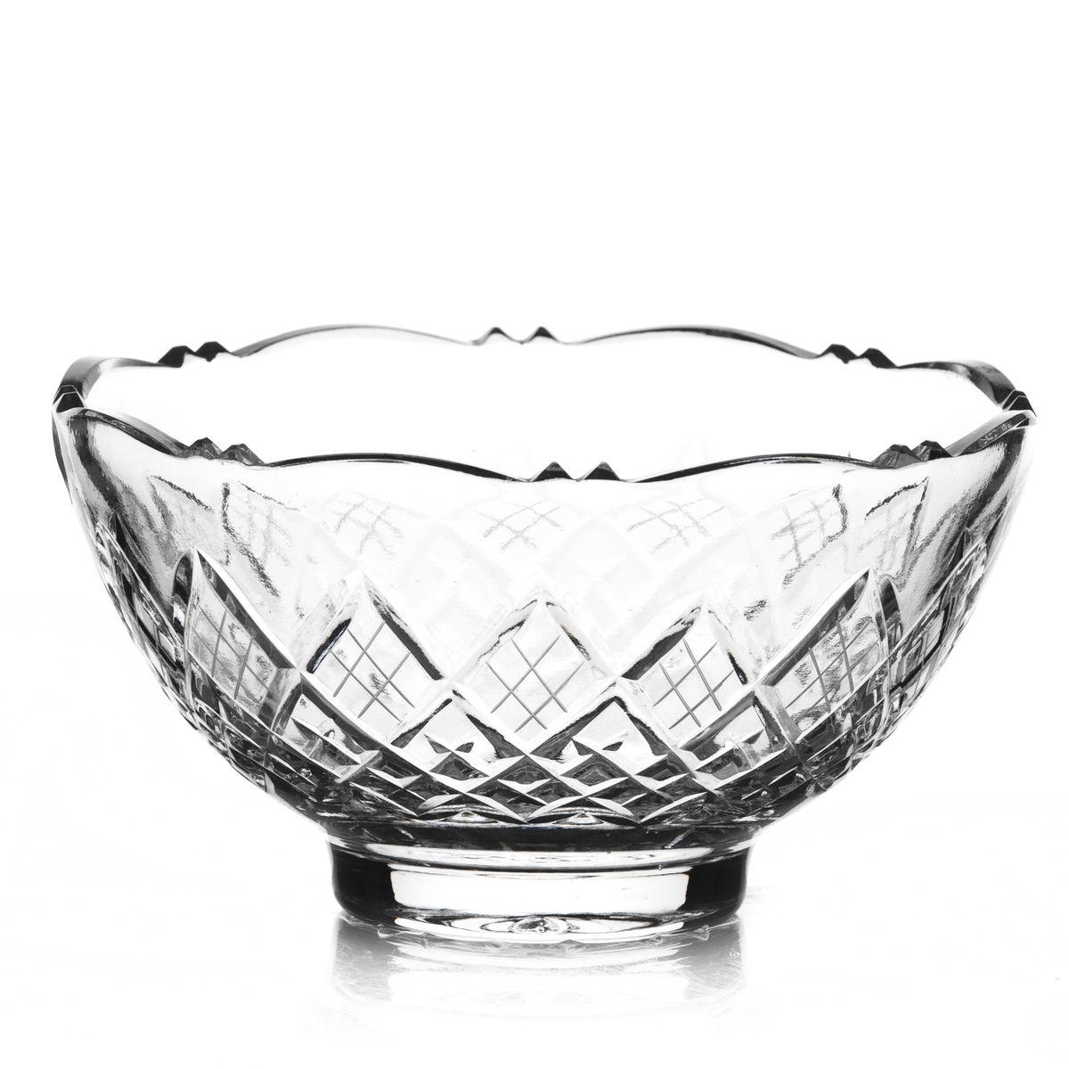 Салатник Neman, диаметр 16,5 см10135(800/91)-2Салатник Neman, выполненный из прочного высококачественного свинцового хрусталя, имеет форму чаши с рельефными краями и декорирован красочным рельефным узором. Изделие излучает приятный блеск и издает мелодичный звон. Салатник сочетает в себе изысканный дизайн с максимальной функциональностью. Он прекрасно впишется в интерьер вашей кухни и станет достойным дополнением к кухонному инвентарю. Салатник не только украсит ваш кухонный стол и подчеркнет прекрасный вкус хозяйки, но и станет отличным подарком. Нельзя мыть в посудомоечной машине и использовать в микроволновой печи. Диаметр (по верхнему краю): 16,5 см. Диаметр основания: 6,5 см. Высота салатника: 8,8 см.