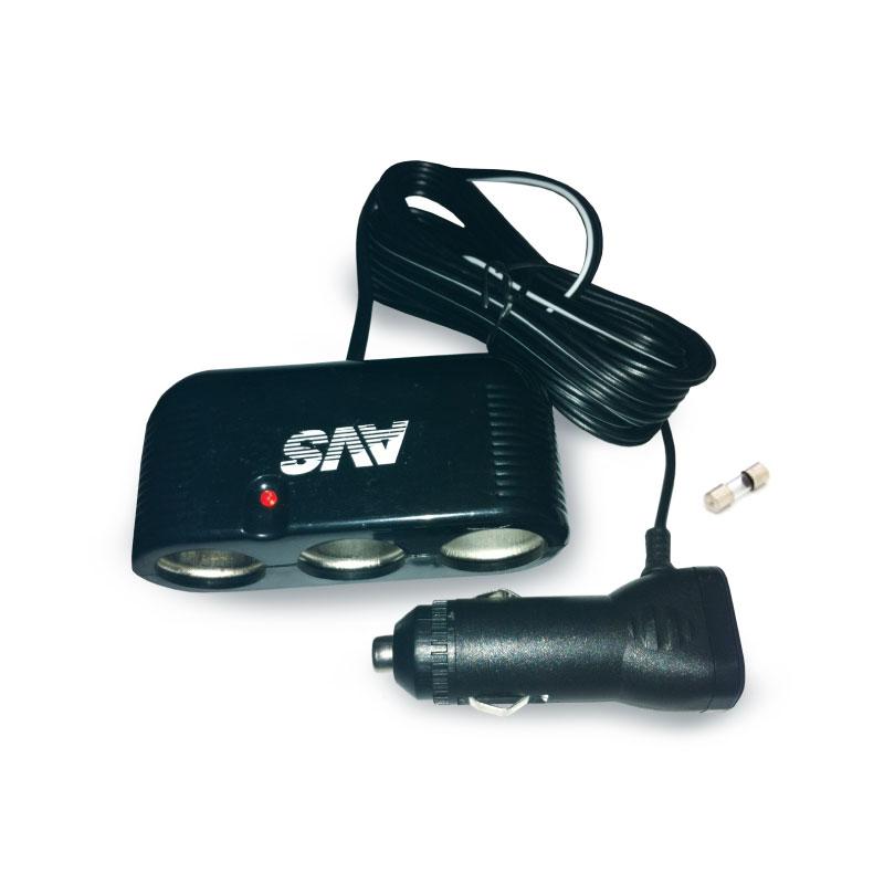 Разветвитель прикуривателя AVS CS301, со светодиодной подсветкой, 3 выхода, 12/24В43234Разветвитель прикуривателя AVS CS301 увеличивает количество гнезд прикуривателя и рассчитан на подключение нескольких различных электрических приборов, например, автомобильного чайника или термокружки. Выполнен из тугоплавкого пластика. Имеет защиту от короткого замыкания - плавкий предохранитель в корпусе штекера. Это устройство незаменимо при выездах на природу, да и просто в поездках по городу. Имеет 3 гнезда прикуривателя.