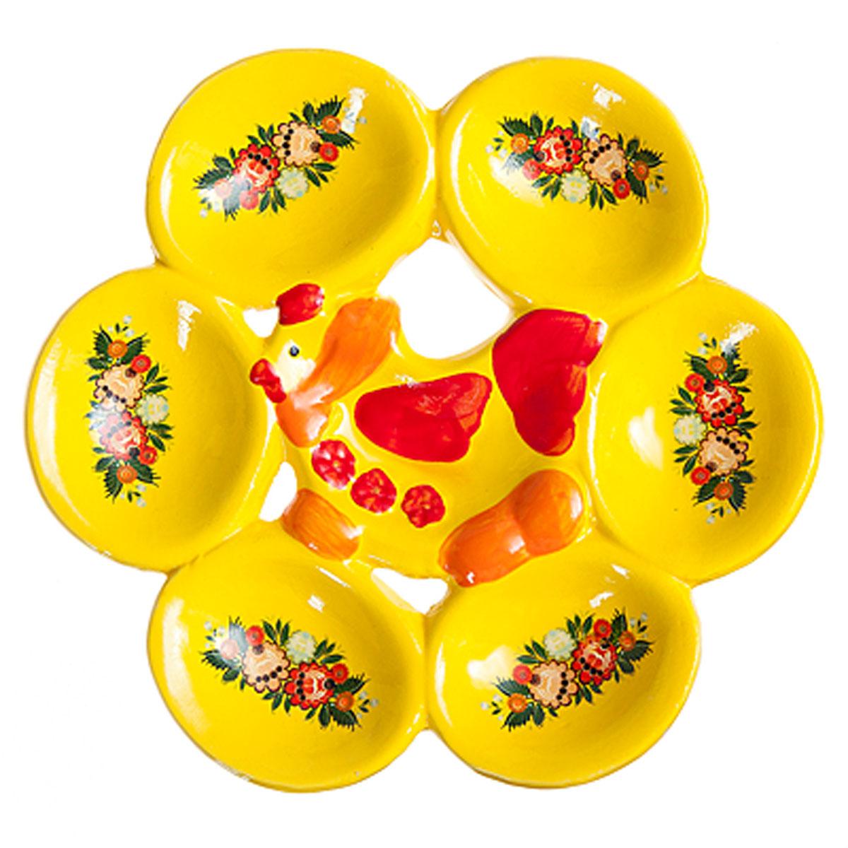 Подставка под яйца Home Queen Узорная курочка, цвет: желтый, красный, 6 ячеек66720Подставка Home Queen Узорная курочка станет оригинальным украшением праздничного стола на Пасху. Изделие изготовлено из керамики и служит держателем для яиц. Подставка выполнена в виде забавной курочки с шестью ячейками для яиц и декорирована цветочным рисунком. Подставка Home Queen Узорная курочка может стать красивым пасхальным подарком для друзей или близких. Размер подставки: 18 см х 16,5 см х 2 см. Размер ячейки: 5 см х 6 см.