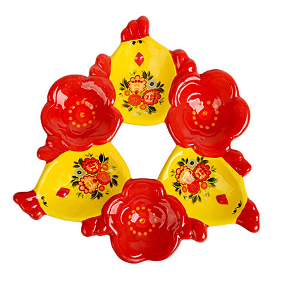 Подставка под яйца Home Queen Цветочные узоры, цвет: желтый, красный, 6 ячеек66719Подставка Home Queen Цветочные узоры станет оригинальным украшением праздничного стола на Пасху. Изделие изготовлено из керамики и служит держателем для яиц. Подставка выполнена в виде 6 ячеек в форме курочек и цветов и декорирована красивым цветочным рисунком. Подставка Home Queen Цветочные узоры может стать красивым пасхальным подарком для друзей или близких. Размер подставки: 16,5 см х 16 см х 2,5 см. Размер ячейки курица: 4 см х 5,5 см. Диаметр ячейки цветок: 4 см.