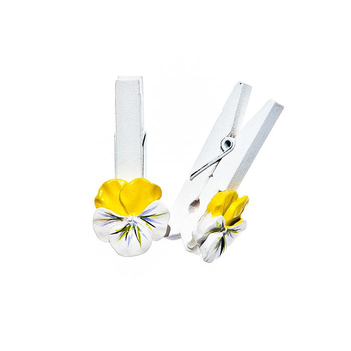 Набор декоративных прищепок Home Queen Луговые цветы, цвет: желтый, 6 шт64464Набор Home Queen Луговые цветы состоит из шести декоративных прищепок. Прищепки выполнены из высококачественного дерева и декорированы фигурками цветов, выполненных из полирезины. Изделия используются для развешивания стикеров на веревке, маленьких игрушек, а оригинальность и веселые цвета прищепок будут радовать глаз и поднимут настроение. Длина прищепки: 4,5 см. Размер фигурки: 2 см х 0,5 см х 2 см.