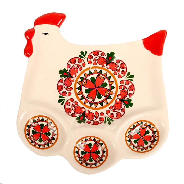 Подставка под яйца Home Queen Народные промыслы, цвет: белый, красный, 3 ячейки66701Подставка Home Queen Народные промыслы станет оригинальным украшением праздничного стола на Пасху. Изделие изготовлено из керамики и служит подставкой для яиц, а также пасхального кулича. Подставка выполнена в виде забавной курочки с 3 ячейками для яиц и нишей для кулича и декорирована красивым орнаментом. Подставка Home Queen Народные промыслы может стать красивым пасхальным подарком для друзей или близких. Посуда не предназначена для использования в микроволновой печи, посудомоечной машине и морозильной камере. Размер подставки: 15,5 см х 16 см х 2,5 см. Размер ячейки: 5 см х 3,5 см. Размер ниши для кулича: 13,5 см х 8 см.