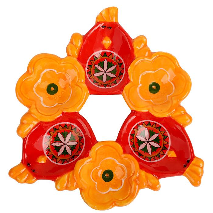 Подставка под яйца Home Queen Народная краса, цвет: оранжевый, красный, 6 ячеек66724Подставка Home Queen Народная краса станет оригинальным украшением праздничного стола на Пасху. Изделие изготовлено из керамики и служит держателем для яиц. Подставка выполнена в виде 6 ячеек в форме курочек и цветов и декорирована красивым узором. Подставка Home Queen Народная краса может стать красивым пасхальным подарком для друзей или близких. Размер подставки: 16,5 см х 16 см х 2,5 см. Размер ячейки курица: 4 см х 5,5 см. Диаметр ячейки цветок: 4 см.