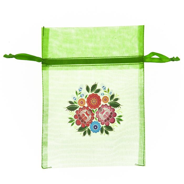 Мешочек подарочный Home Queen Цветочные узоры, цвет: зеленый, 13 см х 18 см66839Подарочный мешочек Home Queen Цветочные узоры, выполненный из полупрозрачного полиэстера, оформлен изображением в виде цветка. Изделие имеет шнурок, потянув за два конца которого, можно закрыть мешочек. Для удобства переноски можно использовать концы шнурка как ручки. Подарок, преподнесенный в оригинальной упаковке, всегда будет самым эффектным и запоминающимся. Окружите близких людей вниманием и заботой, вручив презент в нарядном, праздничном оформлении.