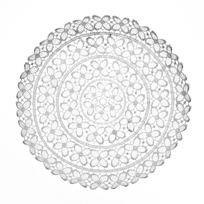 Тарелка декоративная Home Queen Клевер, цвет: белый, диаметр 25 см64291Тарелка Home Queen Клевер предназначена для украшения интерьера и сервировки стола. Изделие выполнено из полиэстера с красивым плетением в виде цветочных узоров, имеет жесткую форму. Такая оригинальная тарелка станет ярким украшением стола. Идеальный вариант для хранения пасхальных яиц, хлеба или конфет. Диаметр тарелки: 25 см. Высота тарелки: 3 см.