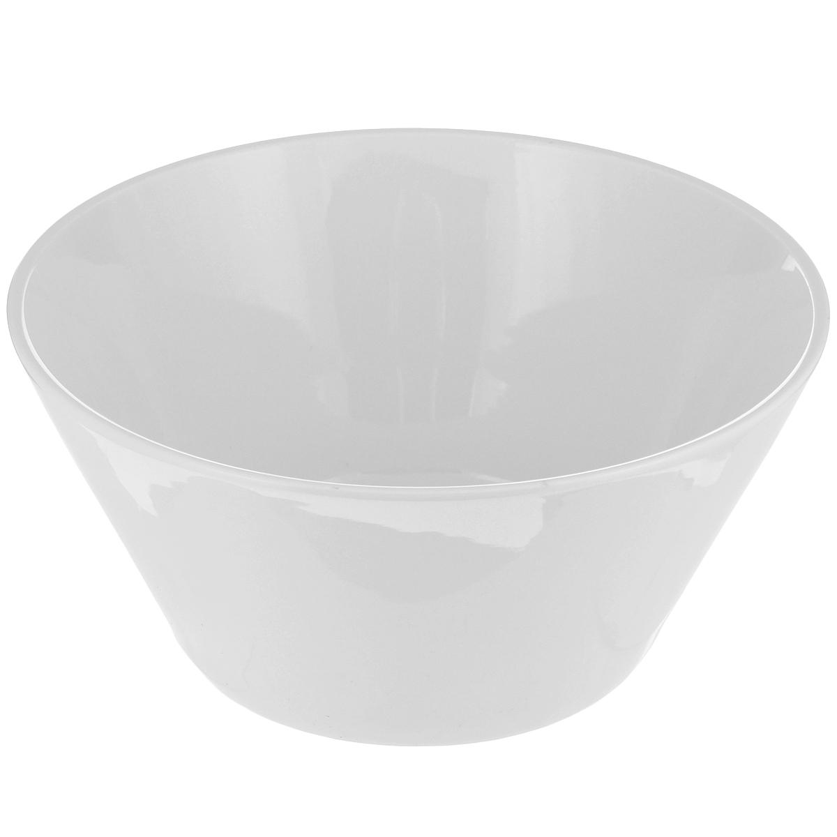 Миска Tescoma Gustito, диаметр 24 см386088Миска Tescoma Gustito выполнена из высококачественного фарфора однотонного цвета и прекрасно подойдет для вашей кухни. Такая тарелка изысканно украсит сервировку как обеденного, так и праздничного стола. Предназначена для подачи салатов и других блюд. Пригодна для использования в микроволновой печи. Можно мыть в посудомоечной машине. Диаметр: 24 см. Высота стенок: 11 см.