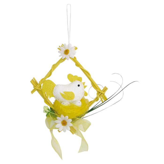 Декоративное подвесное украшение Home Queen Курочка в гнезде, цвет: желтый55184_2Подвесное украшение Home Queen Курочка в гнезде, выполненное в виде курицы, сидящей в гнезде, изготовлено из полиэстера и льняной нити и декорировано деревянной рамкой и текстильными цветами. Изделие оснащено петелькой для подвешивания. Такое украшение прекрасно оформит интерьер дома или станет замечательным подарком для друзей и близких на Пасху. Размер: 14 см х 6 см х 13 см.