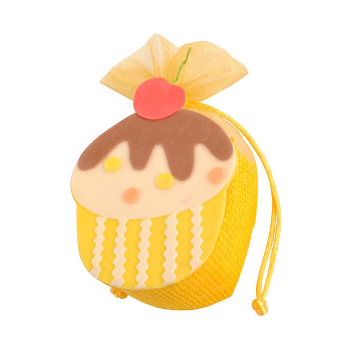 Шкатулка декоративная Home Queen Кексик, цвет: желтый, 9 х 5 х 13 см66859_2Подарочная пасхальная шкатулка Home Queen Кексик станет оригинальным украшением подарка на Пасху. Изделие, изготовленное из полиэстера и пластика, отлично подойдет как для хранения различных мелочей, так и для упаковки подарков или пасхального яйца. Шкатулка подарочная Home Queen Кексик может стать красивым пасхальным подарком для друзей или близких. Размер шкатулки: 9 см х 5 см х 13 см.