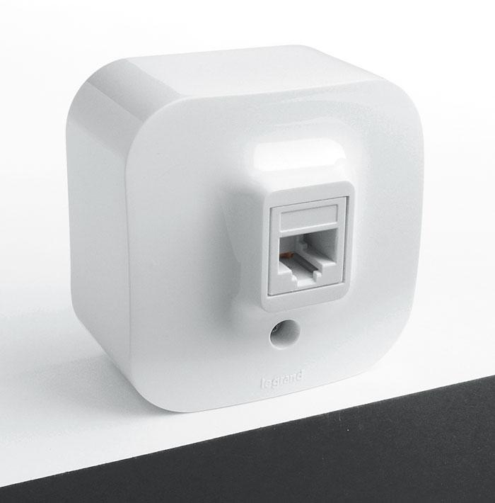 Розетка Legrand Quteo, RJ45 (UTP категория 5e) цвет: белый782224Розетка Legrand Quteo используется для наружной установки. Она предназначена для сетевого кабеля. Установка дополнительной розетки избавит Вас от мотков ненужный проводов.