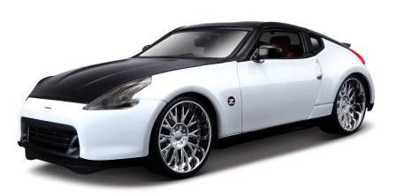 Maisto Модель автомобиля Nissan 370Z 2009 цвет белый черный31353Машина Nissan 370Z 2009 . Высококачественные коллекционные модели автомобиля серии Special Edition в масштабе 1:24 - литые металлические корпуса с высокой детализацией двигателя, интерьера салона, дисков, протекторов, выхлопной системы. У большинства моделей открывается двери, капот и багажник. Модель сделана из металла и пластика. Игрушки в точности повторяют модели оригинальной техники, подробная детализация в полной мере позволит вам оценить высокую точность копии этой машины! Возраст: с 3-х лет. Производство Китай.