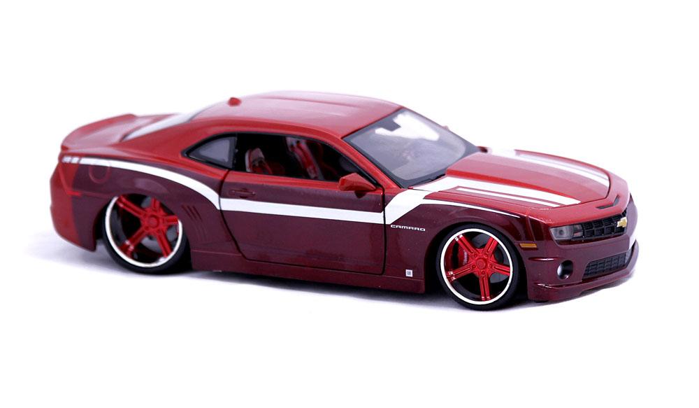 31359 Машина Chevrolet Camaro SS RS 2010 1:24 6/1231359Машина Chevrolet Camaro SS RS 2010. Высококачественные коллекционные модели автомобиля серии Special Edition в масштабе 1:24 - литые металлические корпуса с высокой детализацией двигателя, интерьера салона, дисков, протекторов, выхлопной системы. У большинства моделей открывается двери, капот и багажник. Модель сделана из металла и пластика. Игрушки в точности повторяют модели оригинальной техники, подробная детализация в полной мере позволит вам оценить высокую точность копии этой машины! Возраст: с 3-х лет. Производство Китай.