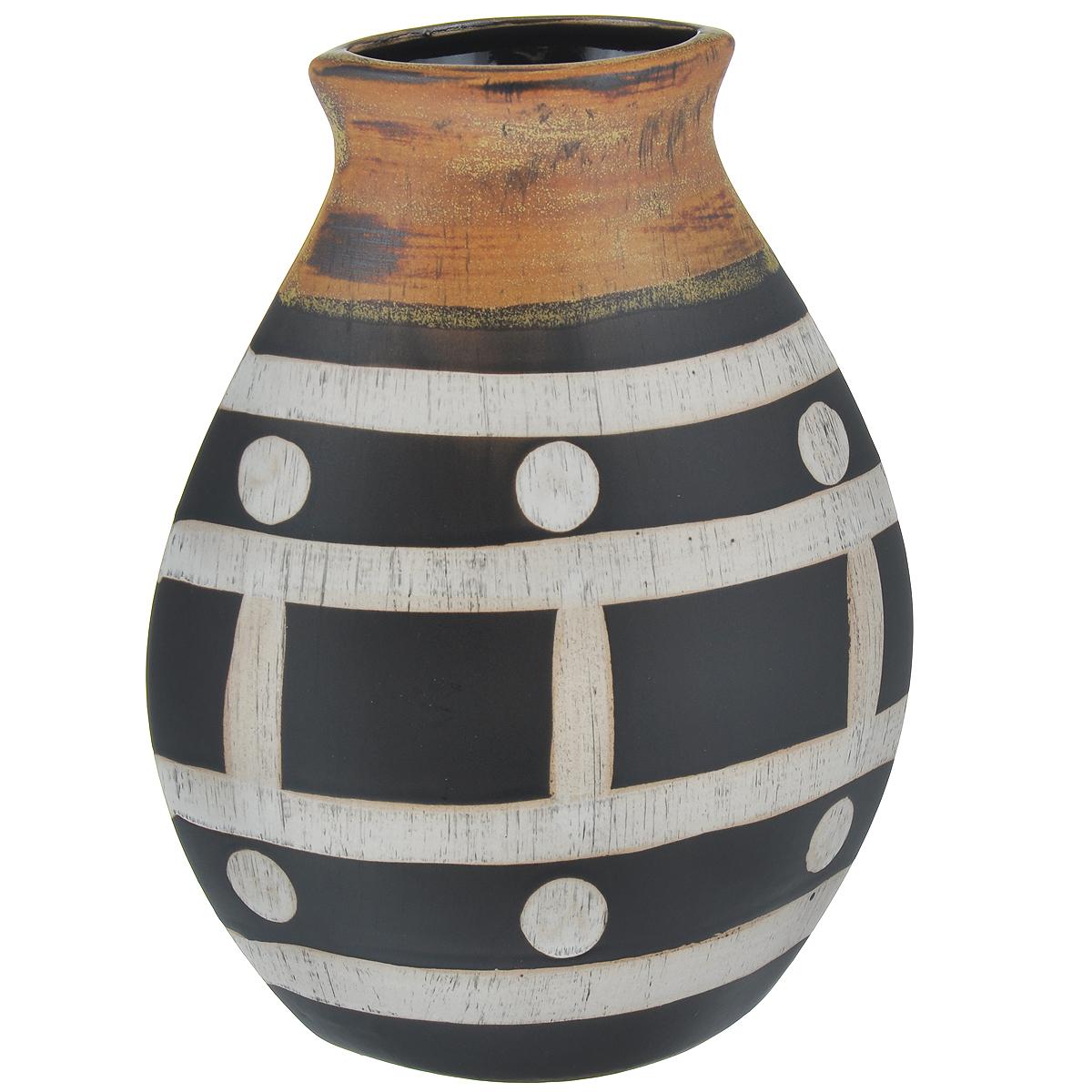 Ваза декоративная Этническая, высота 24 см37416Элегантная ваза Этническая выполнена из высококачественного глазурованного фаянса. Ваза овальной формы придется по вкусу и ценителям классики, и тем, кто предпочитает утонченность и изящность. Вы можете поставить вазу в любом месте, где она будет удачно смотреться и радовать глаз. Такая ваза подойдет и для цветов, и для декора интерьера. Кроме того - это отличный вариант подарка для ваших близких и друзей. Размер вазы: 18 см х 9 см х 24 см.